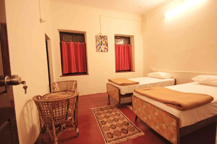 The Bunkers Ashram- Private Room with Twin beds