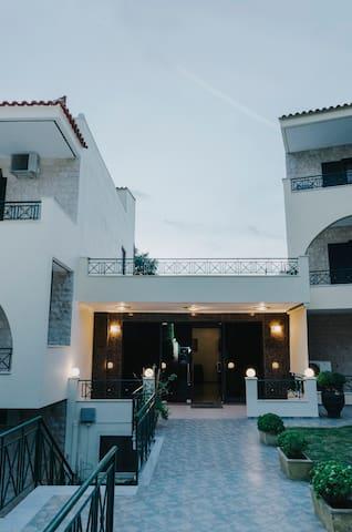 Skiron studios hotel
