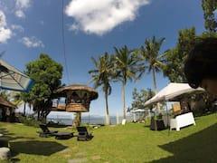 Lush+Green+beach+front+villa