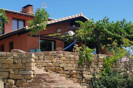 CASA PEDRO II - San Martín de Unx - 家庭式旅館