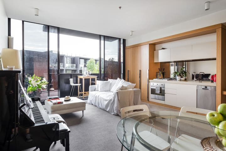 Luxury apartment in South Yarra. Walk to MCG