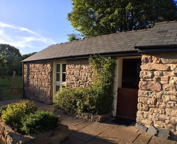 Highlands Cottage, tucked in an apple orchard