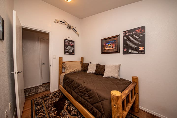 2nd Cozy Bedroom