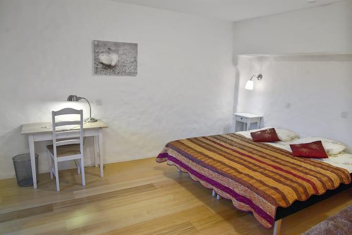 Hill's room, Algallika guesthouse