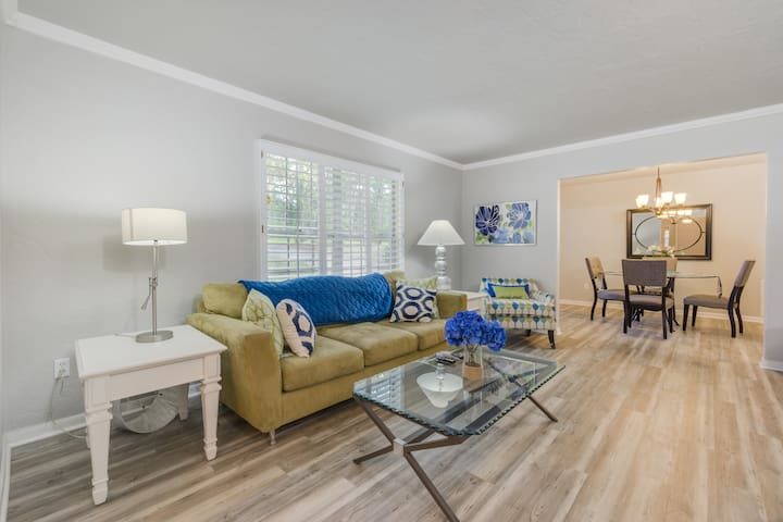 Beautiful and spacious 4/2 close to UF