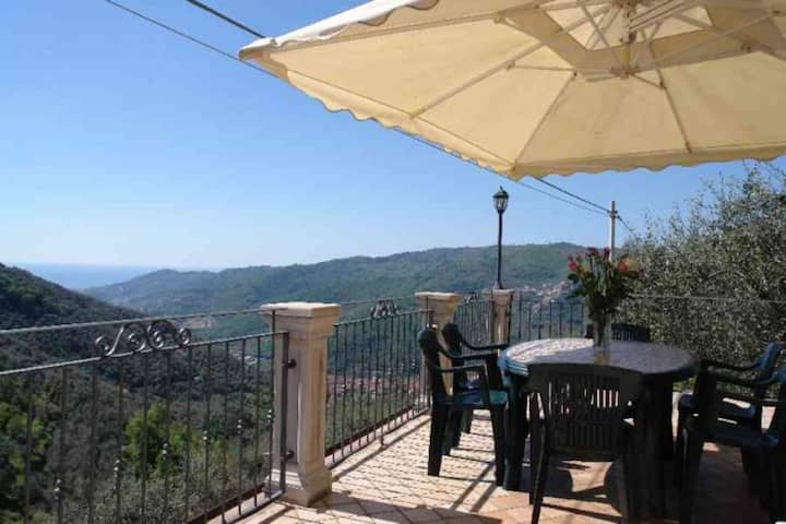 Villa Ronchi. Quiet area Large terrace WIFI