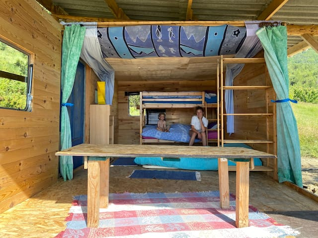 cabane tente en pleine nature