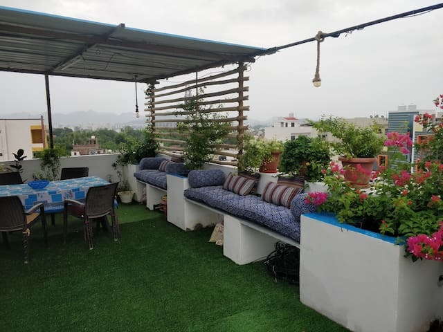 The Blue Penthouse - with Terrace & Kitchen