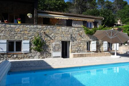 Appartement dans villa avec piscine, à Draguignan.