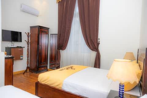 En-suite Double Room in city centre with Breakfast