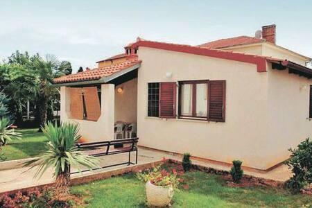 2 Bedrooms Home in Fazana - Fažana - 独立屋