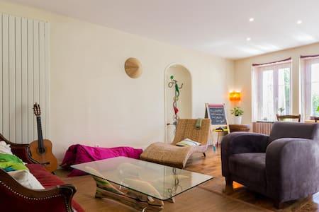 Etage privatif dans maison 10' Dijon 5' Prenois - Lantenay - Hus