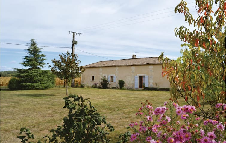Holiday cottage with 1 bedroom on 100 m² in Annesse et Beaulieu