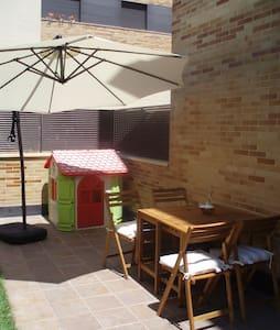 CASITA CON JARDIN CERCA DE LOGROÑO - Lardero - アパート