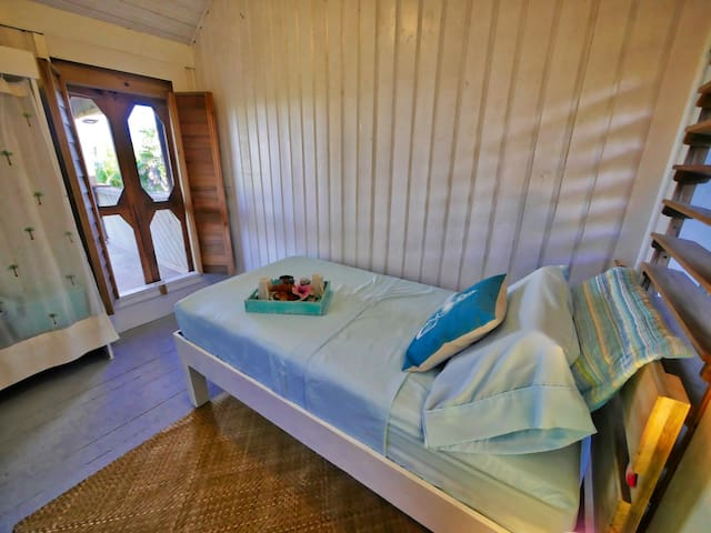 Additional secluded bedroom with a comfortable, single bed.