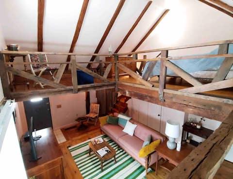 Private Farmhouse Loft near Mohawk Mtn to ski!