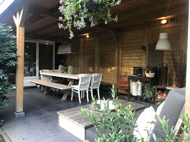 Private guesthouse (4 beds) with lovely veranda ❤️