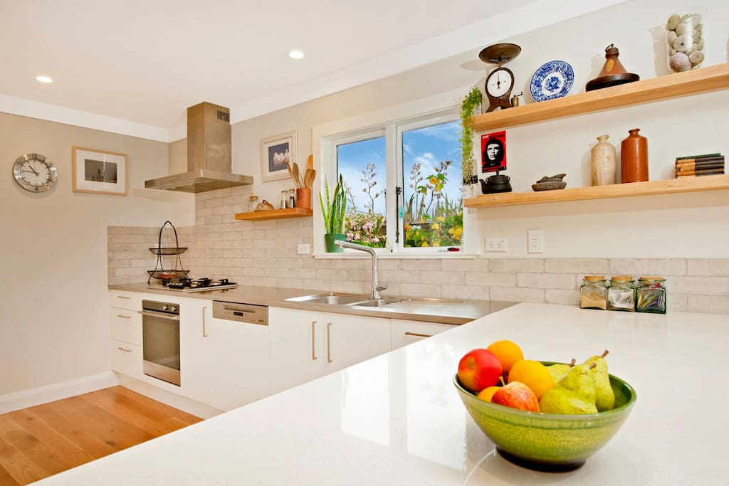 Stunning modern & fully-equipped kitchen