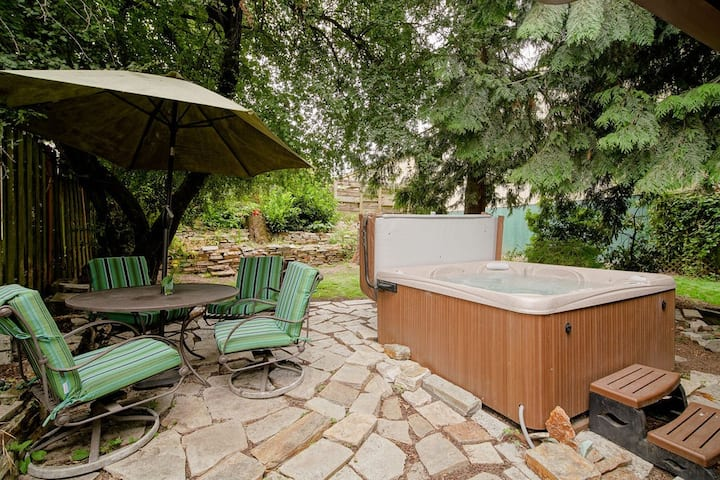 Urban Cabin Oasis with Hot Tub!