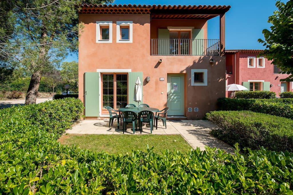 villa meublee dans residence services maisons louer mouans sartoux. Black Bedroom Furniture Sets. Home Design Ideas