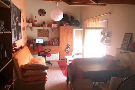 simple attic 10 minutes by bus from the centre - Ioannina - Loteng