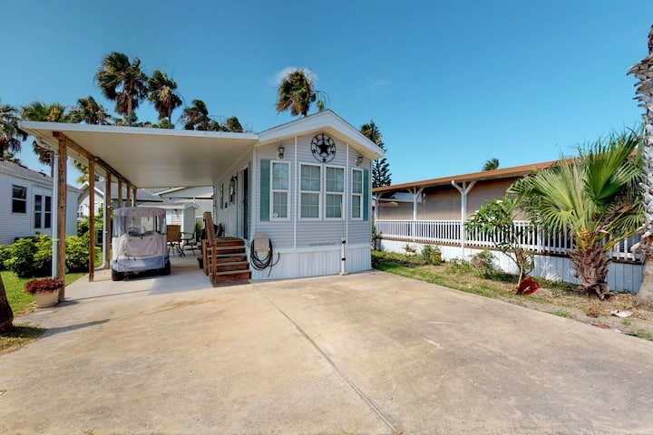 Bayside home w/private gas grill, shared pool, hot tub, tennis court-one dog OK!
