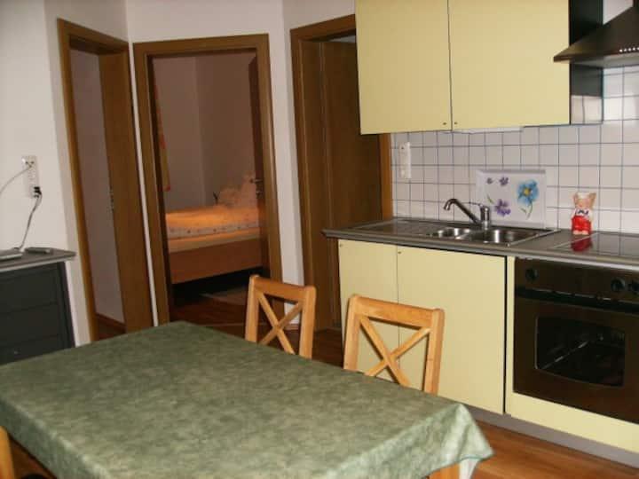 Weingut Zur Schlafmütze Fam. Parth (Herrnbaumgarten), Ferienwohnung L.Berg (46qm) mit Balkon und Küchenzeile
