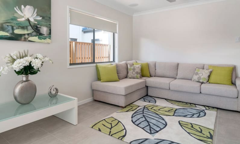 Perfect Group Stay In Hervey Bay ❤️❤️❤️ Sleeps 12!