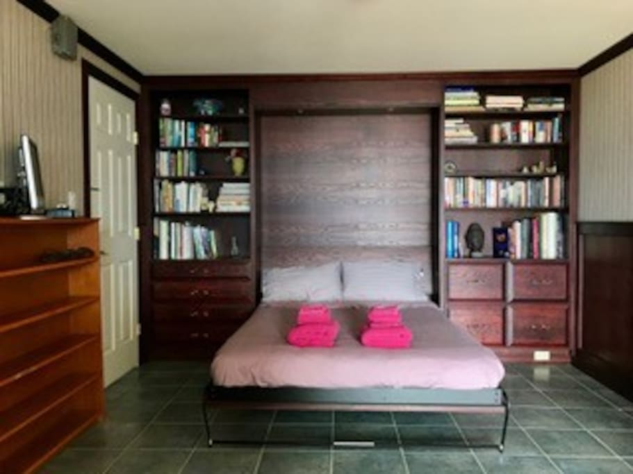 Private room with double bed, private entry
