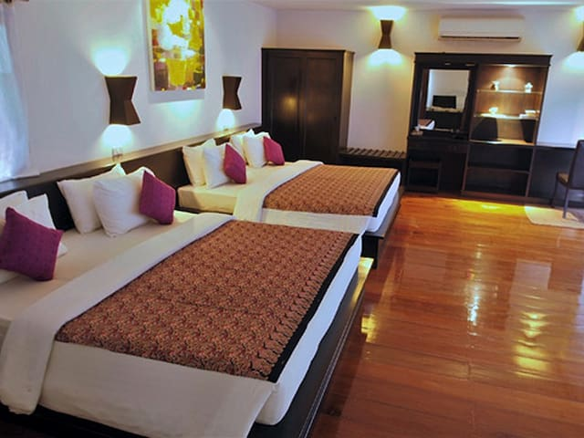 2 king size beds for 4 pax