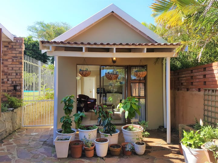 Tranquil, private garden cottage in Morningside
