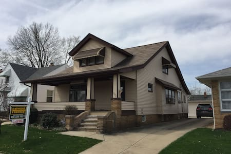Spacious newly remodeled house! - Cleveland - Casa