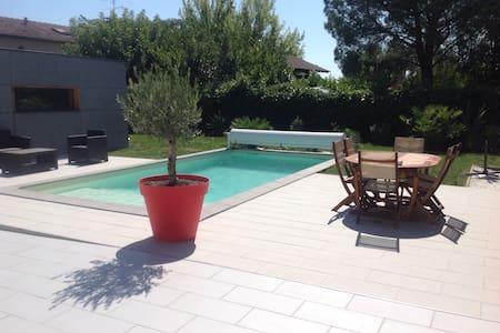 Studio neuf indépendant Piscine - Castelginest - Apartment