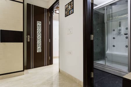 Peaceful and Private Double Bedroom in New Delhi - New Delhi - Bed & Breakfast
