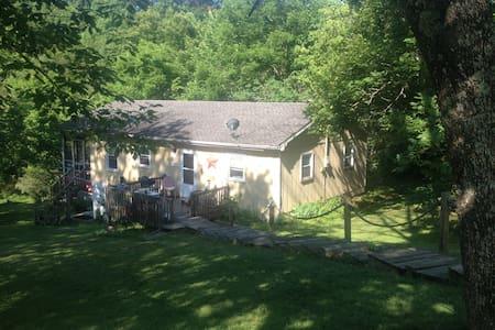 The Tree House on Beaver Lake - Lawrenceburg - Casa