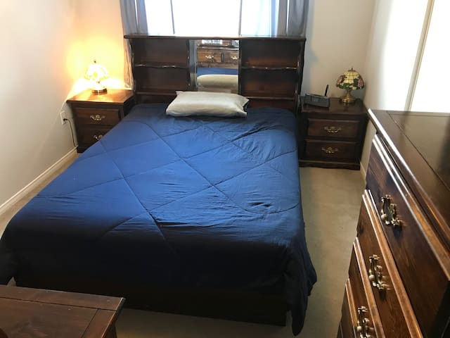 QUEEN-SIZED BEDROOM WITH FULL KITCHEN (BLUE)