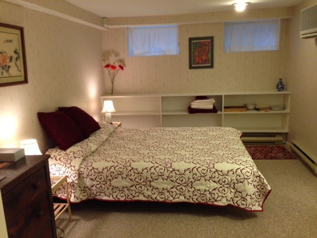 Quiet East Side apt. near Wayland Square & Brown