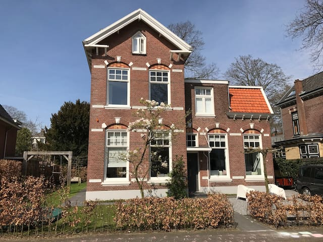 Family house in Zeist, 10 mins from Utrecht - Zeist - Huis
