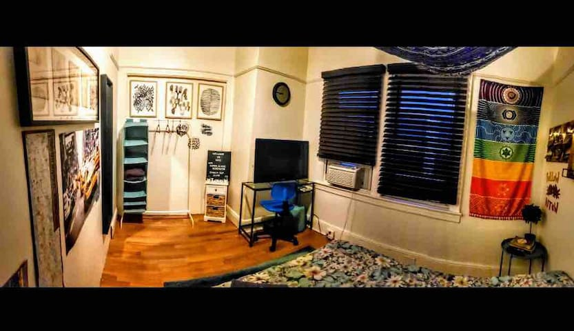 Woodside NY Cozy Room-15/20 mins from Time Square.