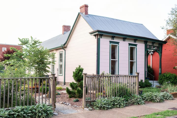 East Nashville Cozy Cottage in Walkable Edgefield
