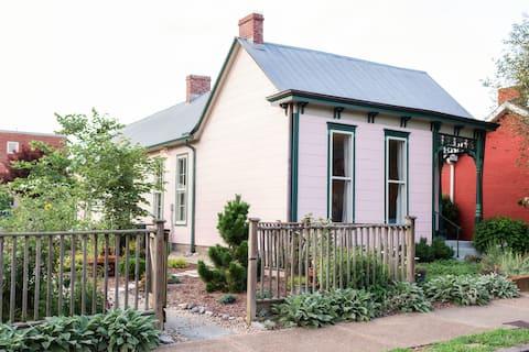 East Nashville Cozy Cottage in Walkable Edgefield