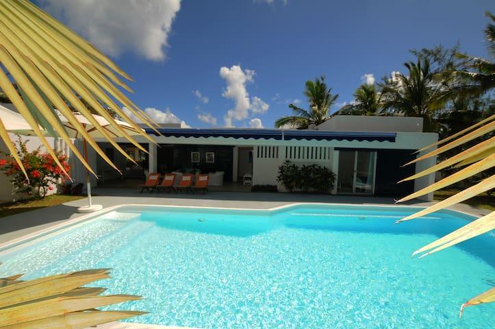 Villa Teolina,white beach priv inner courtyardpool