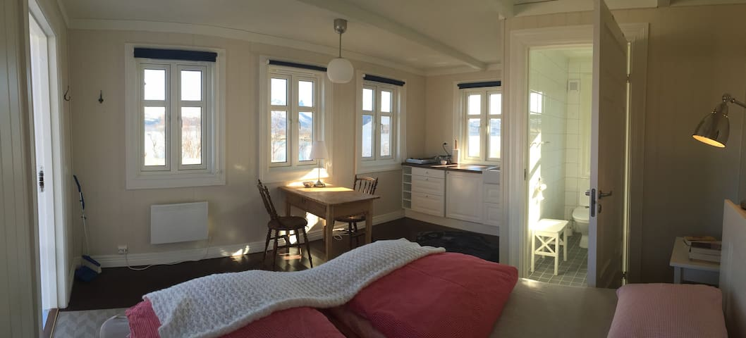 "Room ""NORD"" -  Apartment by the sea - Finnsæter"