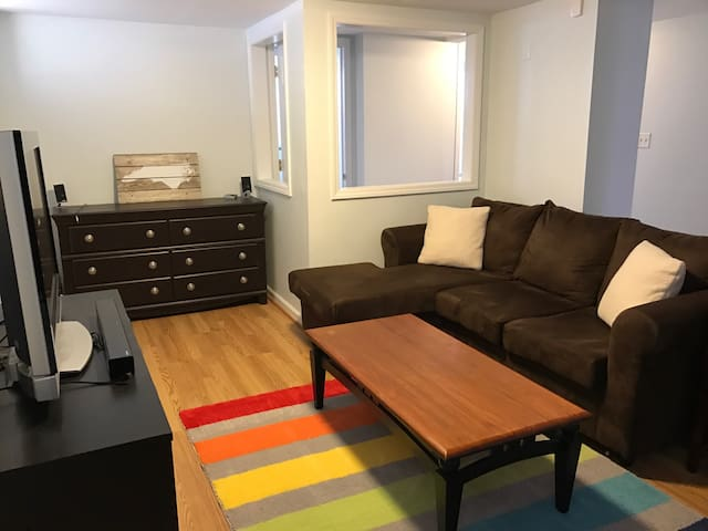 Cameron Park 2BR by Glenwood South