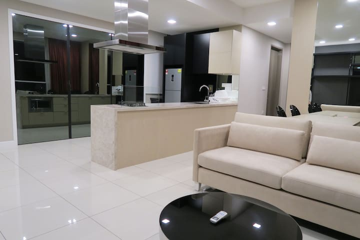 Double Bed, Double Bath Condo for 3 - Petaling Jaya