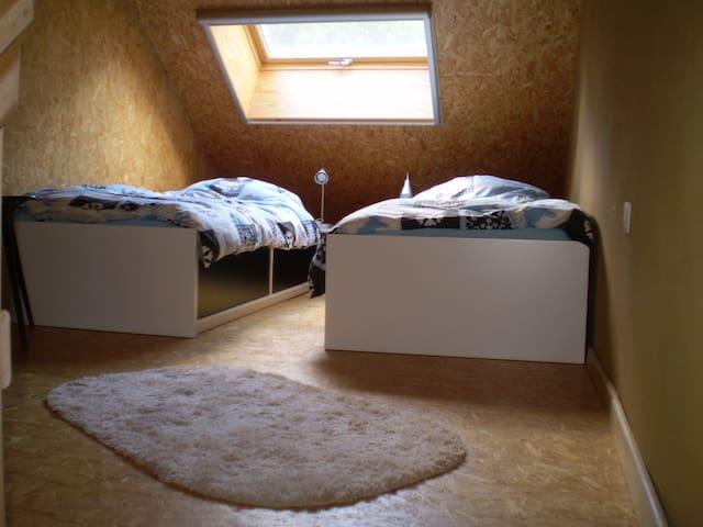 unieke studio in strobalen huis - Muno - Huoneisto