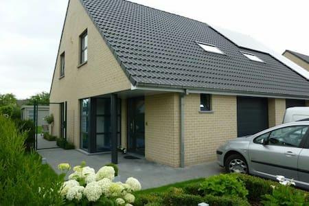 Gezinvriendelijk huis Eeklo tussen Gent en Brugge - Eeklo - Casa
