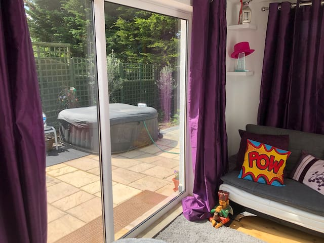 Self Contained annex 1 bed with Hot Tub