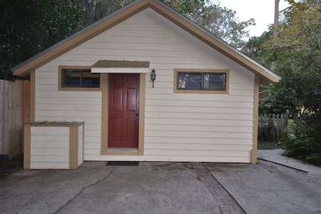 Quiet, clean cottage close to UF - Gainesville