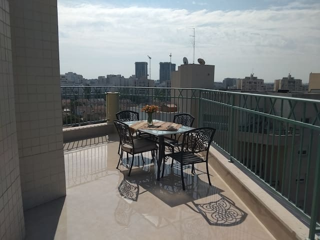 quiet & inviting penthouse in heart of Ashkelon